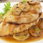 Пилешко филе с гъбен сос
