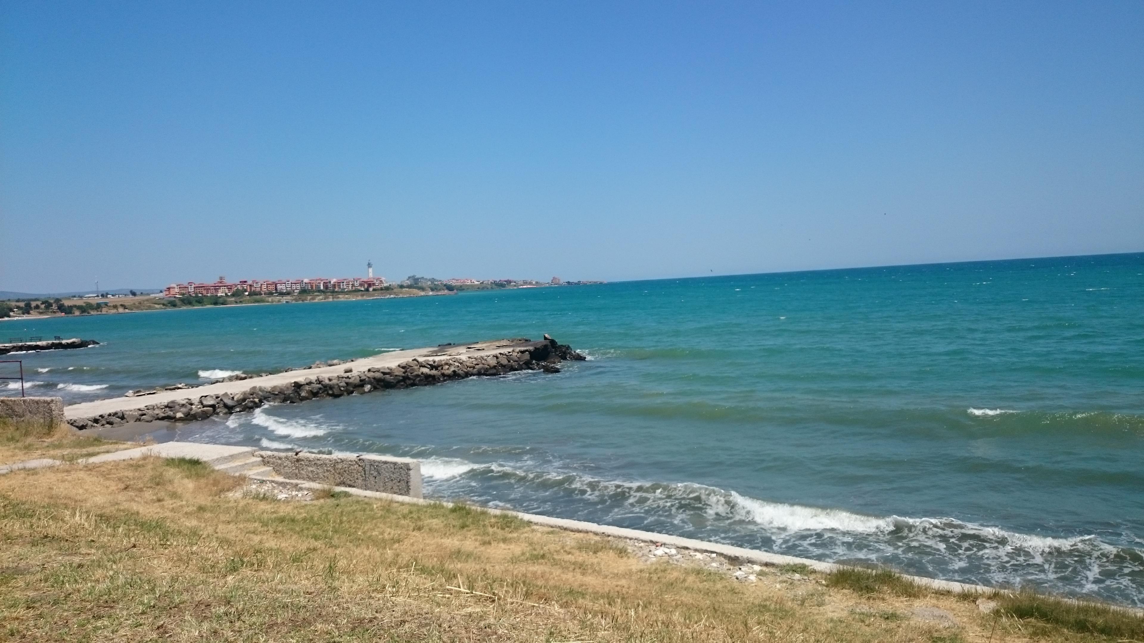 Гледка към Ахелой от Плажа на Къмпинг Ахелой Лозана